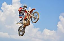 Free Man On A Motocross Dirt Bike Royalty Free Stock Images - 109893829