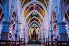 Free Aisle, Altar, Arches Stock Photo - 109899070
