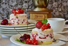 Free Berries, Blur, Cake Stock Photos - 109899273