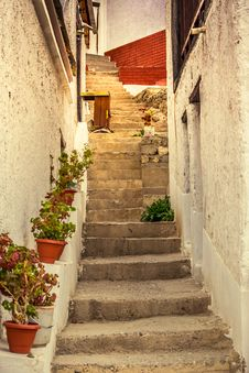 Free Alley, Daylight, Narrow Stock Photos - 109902933
