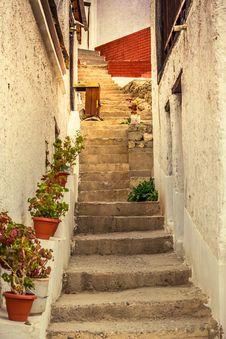 Free Alley, Daylight, Narrow Stock Photos - 109902933
