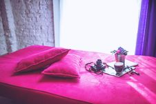 Free Pink Bed & Pillows Royalty Free Stock Photography - 109903657