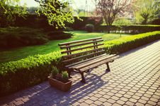 Free Bench In The Garden Stock Photo - 109903840