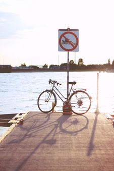 Free Sunset & Bicycle Stock Images - 109904354