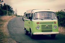 Free Green And White Volkswagen Combi Royalty Free Stock Image - 109904776