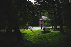 Free Wooden Building In The Forest Royalty Free Stock Images - 109904919