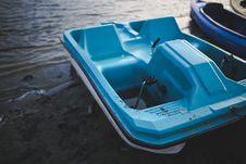 Free Blue Pedalo At Lake Royalty Free Stock Photo - 109905935