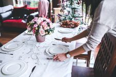 Free Woman Preparing Christmas Table Royalty Free Stock Images - 109906599