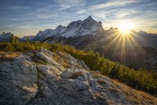 Free Snow Covered Mountain During Sunrise Royalty Free Stock Photo - 109906675