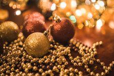 Free Christmas Gold Balls Stock Photography - 109906762