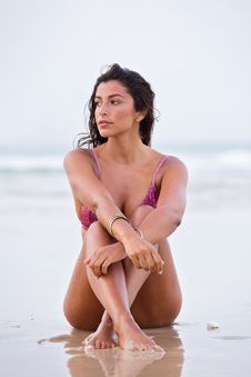 Free Woman In Purple Bikini Sitting On Shore Royalty Free Stock Images - 109907149