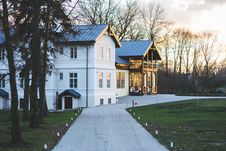 Free Old Luxury Villa Exterior Stock Image - 109907381