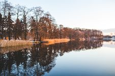 Free Colorful Trees Mirroring In The Lake Stock Photography - 109907432