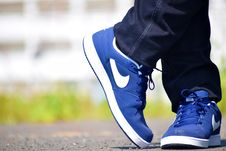 Free Blue Nike Low-top Shoes Royalty Free Stock Photo - 109907605