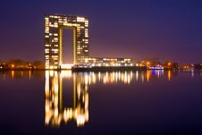 Free City Building Near Body Of Water During Nighttime Royalty Free Stock Photography - 109907647