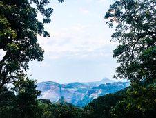 Free Blue Mountain Under Blue Skies Royalty Free Stock Photos - 109907928