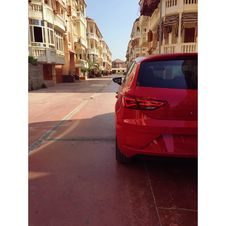 Free Pink 5-door Hatchback Stock Photos - 109908033
