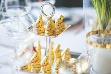 Free Golden Bunnies On The Tray Royalty Free Stock Photos - 109908058