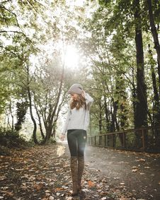 Free Woman In Gray Sweater Standing Between Forest Trees Royalty Free Stock Photography - 109908147