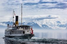 Free White And Red Boat Royalty Free Stock Photos - 109908438