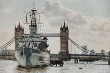 Free Ship Sailing On Tower Bridge Royalty Free Stock Image - 109908576