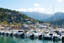 Free Marina Bay With Parked Yachts Royalty Free Stock Photography - 109908817