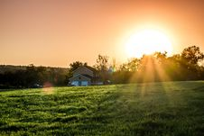 Free Green Field And Brown And White House During Sunrise Stock Photo - 109909040