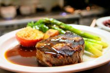 Free Selective Focus Photography Of Beef Steak With Sauce Stock Photo - 109909060