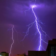 Free Thunder Striking A Building Photo Royalty Free Stock Photo - 109909105