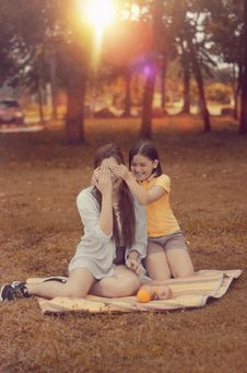 Free Two Women Sitting On Brown Picnic Mat During Sunset Stock Images - 109909204