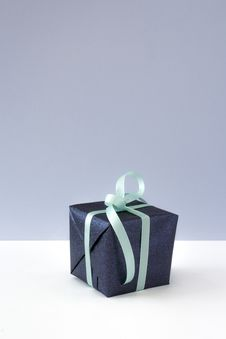Free Blue Gift Box With Blue Ribbon Royalty Free Stock Photo - 109909245