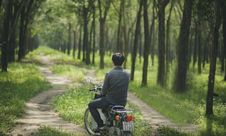 Free Man Riding A Moped Royalty Free Stock Photography - 109909667