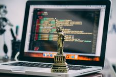 Free Statue Of Liberty Miniature On Macbook Pro Stock Images - 109909734