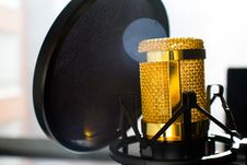 Free Close Up Photo Of Gold-colored And Black Condenser Microphone Stock Image - 109909871