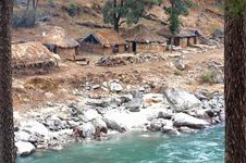 Free Brown Nipa Houses Beside River Stock Images - 109909964