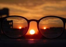 Free Close-up Photography Of Eyeglasses At Golden Hour Royalty Free Stock Photography - 109909987
