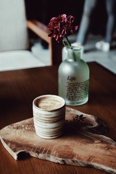 Free Brown Cup On Brown Wood Slab Stock Photography - 109910032