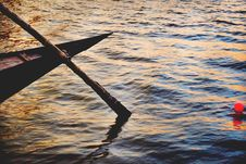 Free High Angle Photo Of Brown Boat Paddle Royalty Free Stock Photos - 109910128