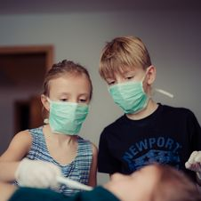 Free Two Children Wearing Surgical Masks Royalty Free Stock Photography - 109910347