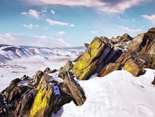 Free White And Brown Rocks On Snow Mountain Royalty Free Stock Images - 109910459