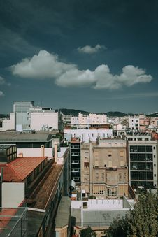 Free Brown, White, And Black Concrete High Rise Buildings Royalty Free Stock Photo - 109910475