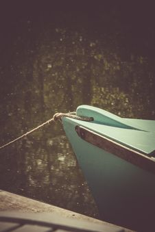 Free Teal Wooden Boat On Lake Stock Photo - 109910520