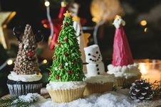 Free Four Cupcakes On Table Stock Photo - 109910940