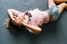 Free Woman Wearing Pink Printed Crew-neck T-shirt And Blue Faded Denim Shorts Royalty Free Stock Photography - 109911037