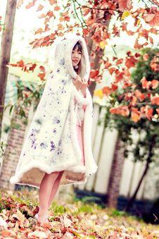 Free Woman Wearing Cloak Royalty Free Stock Image - 109911156