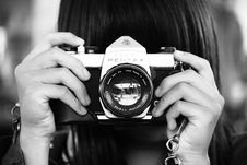 Free Woman Holding Dslr Camera In Grayscale Photography Stock Images - 109911254