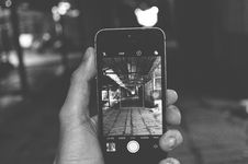 Free Taking A Photo Using Iphone Royalty Free Stock Photos - 109911278