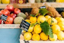 Free Lemon Fruit Stall Royalty Free Stock Photo - 109911375