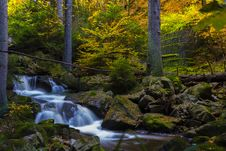 Free Timelapse Photography Of Falls Near Trees Royalty Free Stock Images - 109911609