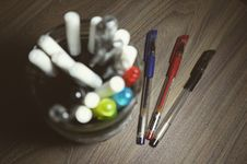 Free Assorted Color Ball Point Pens Royalty Free Stock Photos - 109911658